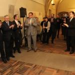 Vernisáž se konala v Křížové chodbě historické budovy Karolina