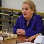 Návštěva Madeleine Albrightové na FF UK měla velký úspěch