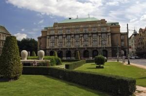 Hlavní budova Filozofické fakulty Univerzity Karlovy v Praze na náměstí Jana Palacha; zdroj: archiv FF UK