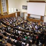 Velká aula hlavní budovy Filozofické fakulty Univerzity Karlovy v Praze; zdroj: archiv FF UK
