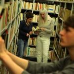 Ilustrační fotografie: studenti v Knihovně Jana Palacha; zdroj: archiv FF UK/Ondřej Besperát