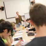 """Cílem Dne latiny bylo mimo jiné ukázat, že znalost """"mrtvého jazyka"""" je i v současné době praktická (na fotografii Bořivoj Marek z Ústavu řeckých a latinských studií FF UK)"""
