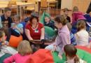 Nejprve děti poslouchaly čtení z knížky Komisař Vrťapka a prokletí zubu moudrosti