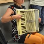 Na oslavě zahrála na harmoniku Eliška Sýkorová
