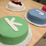 Knihovna Jana Palacha oslavila 4. narozeniny dortem ve svých barvách