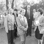 V popředí je Václav Havel s Shirley Temple-Black, za nimi John Hejduk. (foto: Jaroslav Zastoupil)