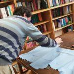 Workshop šití knižních obalů v Knihovně Ústavu germánských studií