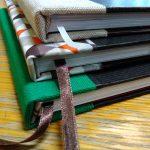 Workshop knižní vazby v Knihovně ÚFaR pod vedením Heleny Exnerové a hotové výrobky