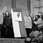 Odhaleni posmrtné masky Jana Palacha_1990_Zdroj Archiv FF UK