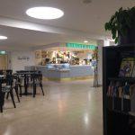 Středobodem studijního centra Aaltovy univerzity je od rána až do večera otevřená kavárna, kde si každý najde to, na co má chuť