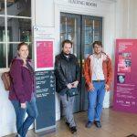 U vchodu do Dublin City Library & Archive
