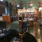 Pobočka městské knihovny v ulici Rikhardinkatu připomene některé české městské knihovny. Atmosféra je tu podobná jako třeba v Ústřední knihovně na Mariánském náměstí.