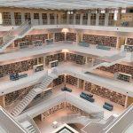 """Stuttgartskou knihovnu najdete v podstatě ve všech článcích typu """"20 Libraries So Beautiful They'll Bring Out the Bookworm in Everyone."""" (Stadtbibliothek Stuttgart)"""